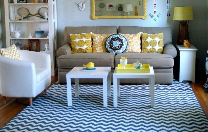 Small repeating patterns work well in tiny rooms.