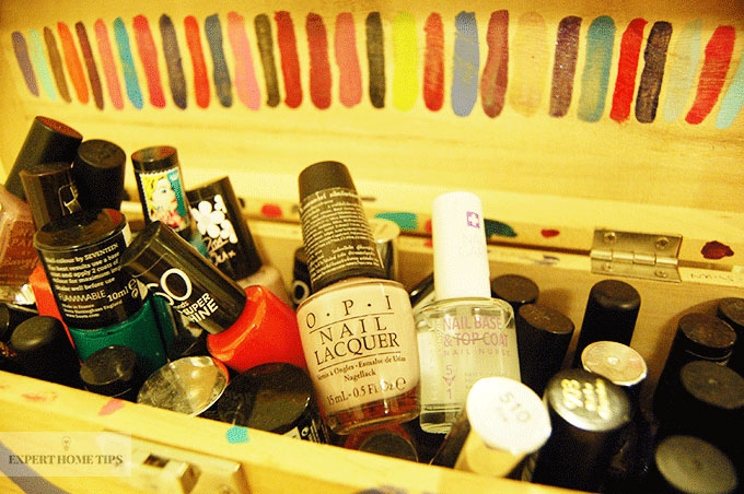 Nail polishes in a box