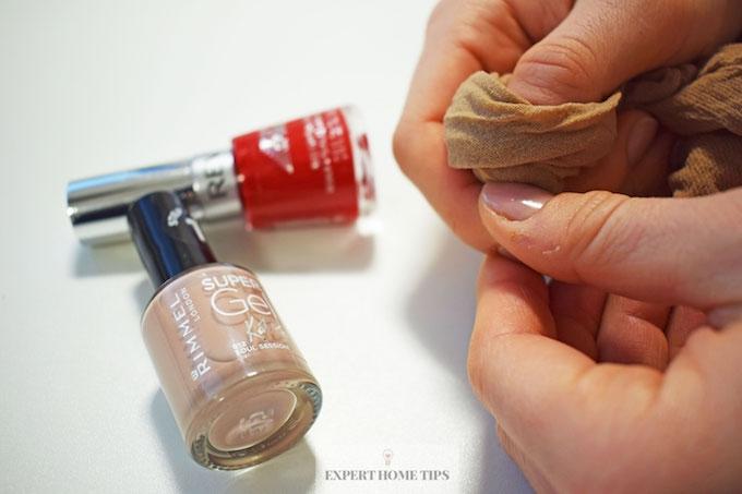 Removing nail varnish with up-cycled tights