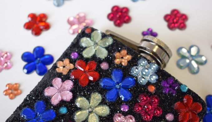 CUstomise hipflask with glitter