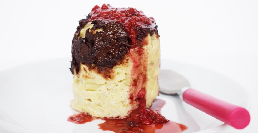 Healthy dark chocolate mug cake recipe - make it in the microwave!