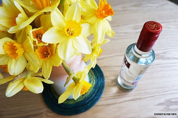 7 ways to make your beautiful bouquet last longer expert home tips - Ways to make your flowers last longer ...