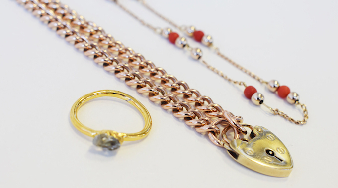 clean gold jewellery