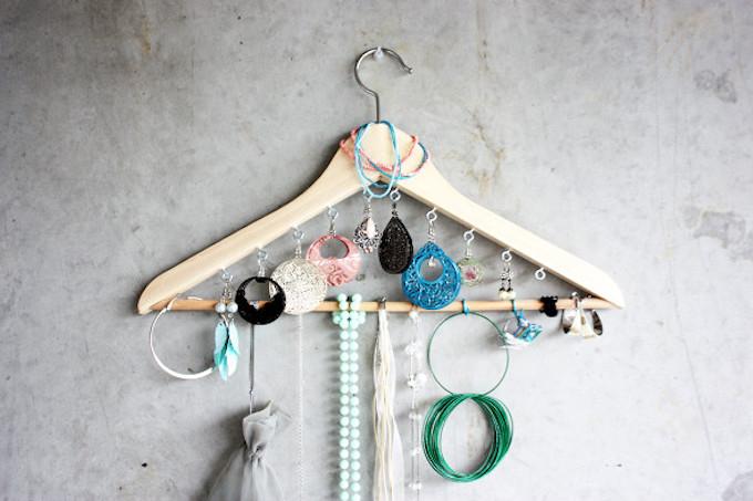 DIY jewellery organiser coat hanger