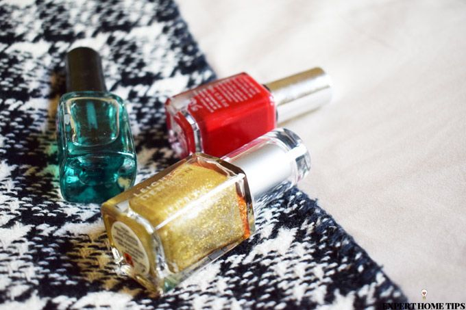 nail polish red green gold