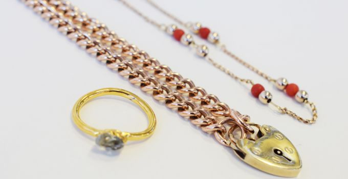 clean jewellery chain vintage