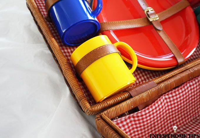 vintage picnic basket & sheets